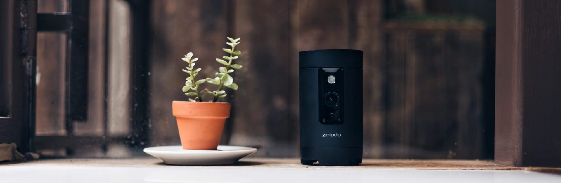 2016 Hands on Review of Zmodo Pivot- Lifestyle Image